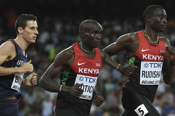Pierre-Ambroise Bosse lors de la finale du 800 m et les Kenyans  Ferguson Cheruiyot Rotich et David Lekuta Rudisha.