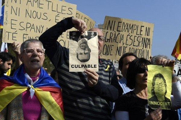 Les manifestants protestent contre le procès des indépendantistes catalans à Barcelone - 21 février 2019