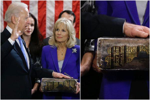 """Joe Biden, le 20 janvier 2013, prête serment alors qu'il devient pour la seconde fois vice-président des États-Unis d'Amérique suite à la réélection de Barack Obama. Sur sa bible familiale, on peut lire """"Douay Bible"""", en référence à la """"bible de Douai""""."""