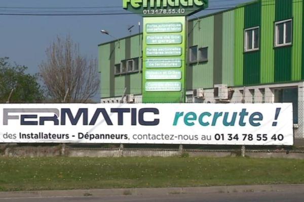 A Guitrancourt et Limay, des patrons – en quête de candidatures – ont installé de grandes banderoles pour tenter d'embaucher.