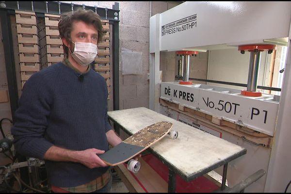 Antoine est co-gérant de la jeune entreprise vosgienne In' Bo qui fabrique des skateboards, des vélos, des lunettes en bois de bambou.