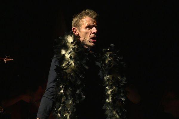 Lambert Wilson lors de la répétition de son spectacle sur Kurt Weill avec l'Orchestre National de Lille.