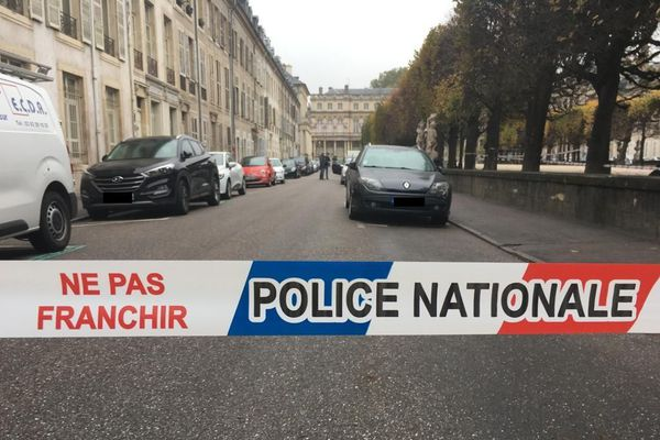 La police a bouclé la place Carrière, jeudi 15 octobre 2020, en début d'après-midi.