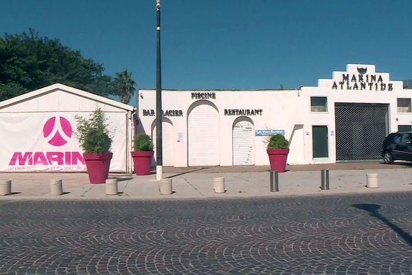 Le Barcarès (Pyrénées-Orientales) - le site hôtel, restaurant, discothèque Marina atlantide, voiles blanches - 2020.