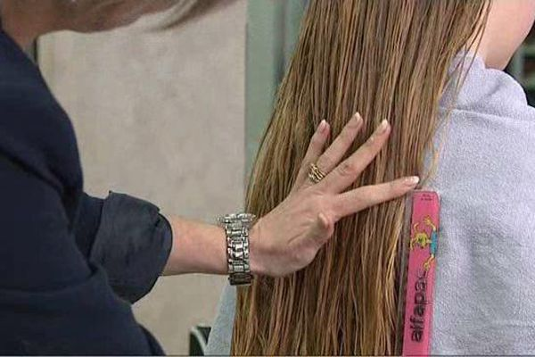 Elisa donne 25 centimètres de cheveux à l'association Solid'Hair.
