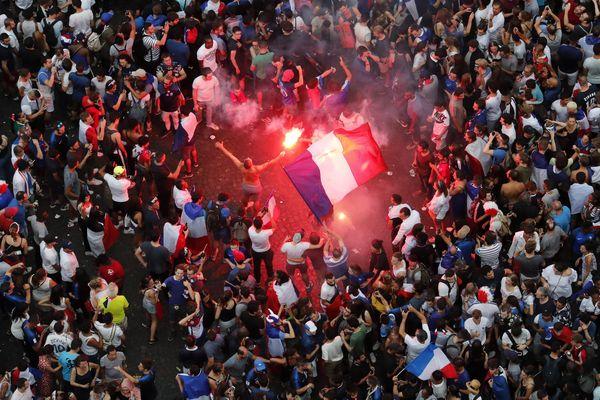 De nombreuses femmes témoignent d'agressions sexuelles après la victoire des Bleus.