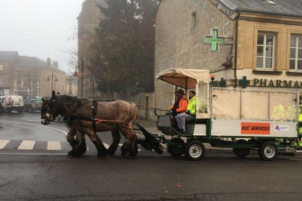 A Charleville-Mézières, le ramassage des sacs de tri peut se faire avec l'aide de chevaux ardennais dans certains quartiers de la ville.