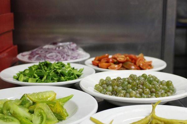Pour être en bonne santé, il est recommandé de manger des fruits et des légumes tous les jours.