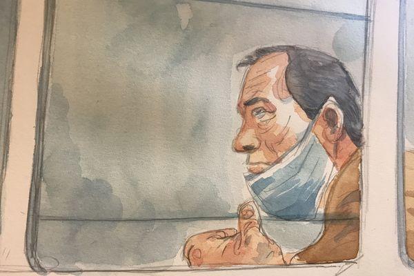 Philippe Gillet, dans le box des accusés des assises de la Marne le 8 avril 2021, lors du visionnage de la vidéo des fouilles sauvages entreprises sur son exploitation en octobre 2019.