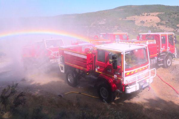 Les sapeurs-pompiers, de nouveau mobilisés pour un feu de végétation en Ardèche. Ils interviennent depuis 17h15, ce dimanche 9 août 2020, dans le secteur de Vinzieux.