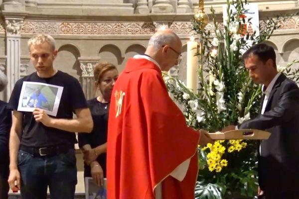 La messe pour les morts dans la rue à la cathédrale St Jean de Lyon en 2018