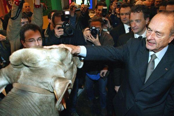 Jacques Chirac, fidèle du Salon de l'Agriculture, lors d'une visite en 2004.