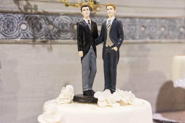 Beaucoup de futurs mariés jonglent entre reports et résignation.