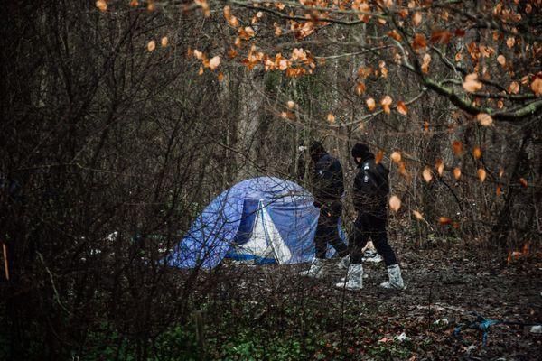 Expulsion d'un camp de migrants à Grande-Synthe (Nord), le 29 décembre 2020.