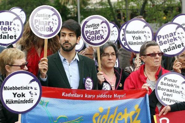 Une manifestation en faveur de l'acquittement de Pinar Selek