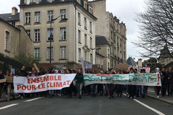Les étudiants affichent un élan commun en faveur de la défense du climat (15/03/2019)