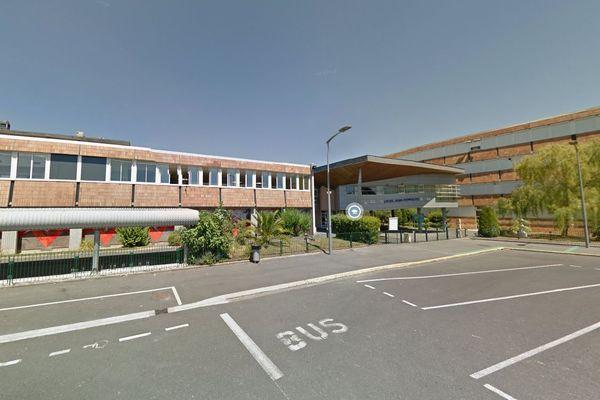 La légionelle a été détectée dans les douches de l'internat du lycée Jean Hyppolite à Jonzac
