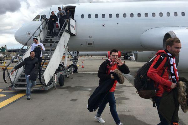 Plus de 700 supporters du Stade rennais ont pris l'avion pour rejoindre Londres ce jeudi et encourager les Bretons durant leur match contre Arsenal à Londres.
