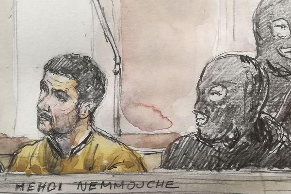 Mehdi Nemmouche, accusé d'avoir perpétré l'attaque terroriste du Musée juif de Bruxelles, lors de son procès en Belgique.