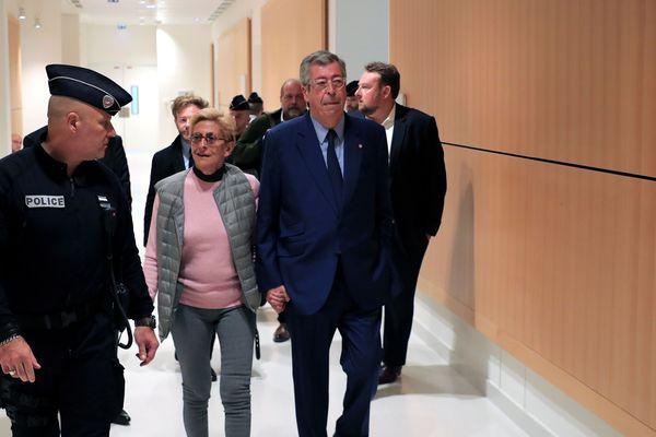 Patrick et Isabelle Balkany dans les couloirs du Tribunal de Grande Instance de Paris, le 13 septembre, avant sa condamnation.