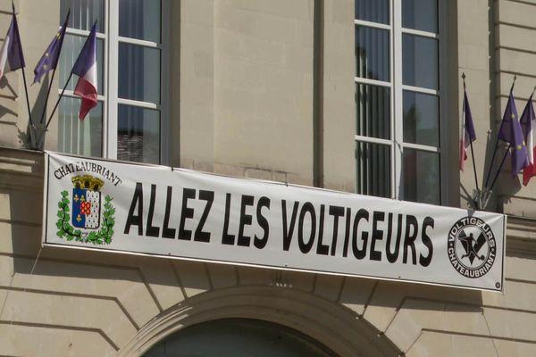 Châteaubriant, club de National 2 dispute le premier 8e de finale de Coupe de France de son histoire contre Montpellier (Ligue 1). La ville affiche son soutien