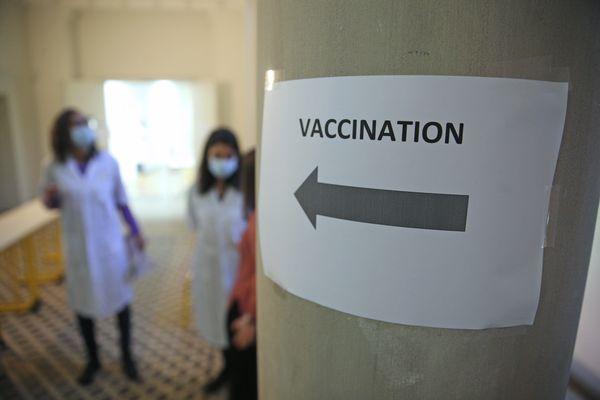 Les collectivités locales demandent à être associées à la campagne vaccinale contre le Covid-19.