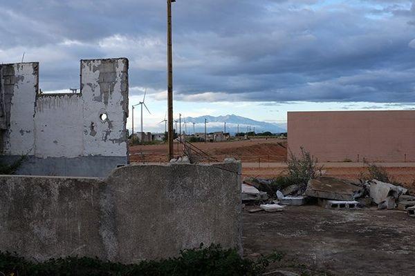 Baraques près du Mémorial du camp de Rivesaltes dans les Pyrénées-Orientales - 2016.