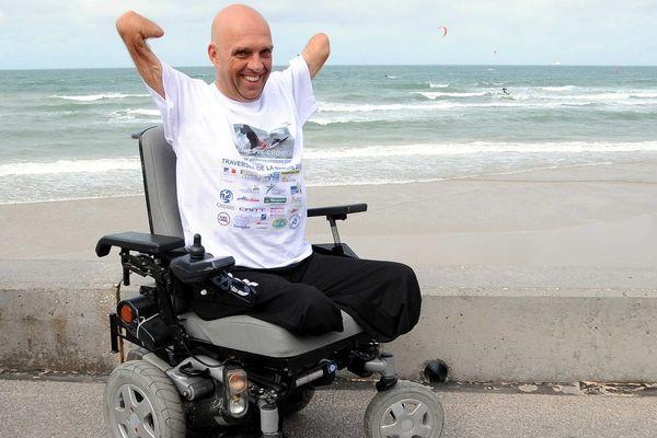 Pour Philippe Croizon, impossible de se déplacer sans son fauteuil