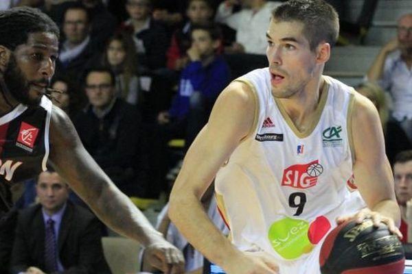 Hall Rhénus match de basket SIG / Dijon n 9 Jérémy Leloup