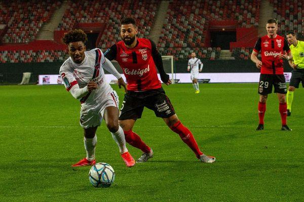 Avec l'annonce de cas de COVID 19 au sein de l'équipe, le Clermont Foot est bouleversé dans sa préparation dans l'optique de la montée en Ligue 1.