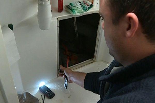 Des clapets anti-retour sont installés dans les logements pour éviter que l'eau froide se déverse dans l'eau chaude et trois logements ont été mis à disposition pour que les étudiants puissent se doucher.