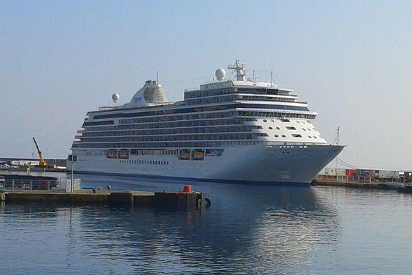 13/09/16 - Le Seven Seas Explorer en escale dans le port de Bastia (Haute-Corse)