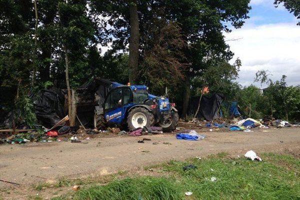 65 migrants ont été évacués ce lundi du camp informel de Steenvoorde, suite à une ordonnance judiciaire de démantèlement