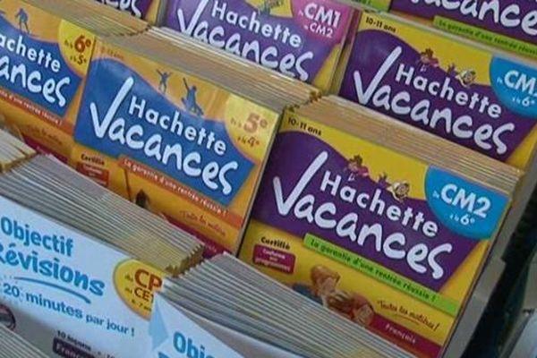 Version papier ou numérique, les cahiers de vacances ont toujours la cote auprès des enfants.