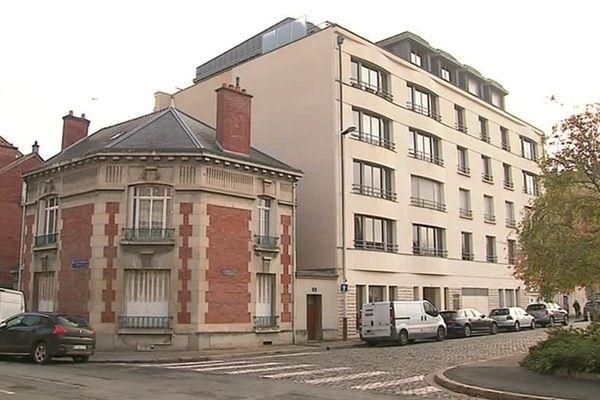 A Reims, la destruction d'une petite maison soulève des débats sur la protection du patrimoine.