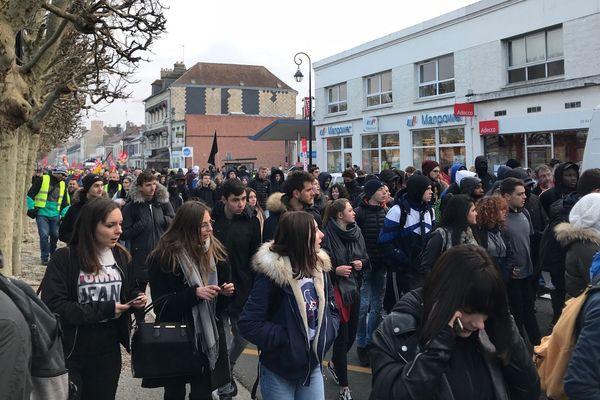 Le cortège des lycéens à Compiègne vendredi 14 décembre