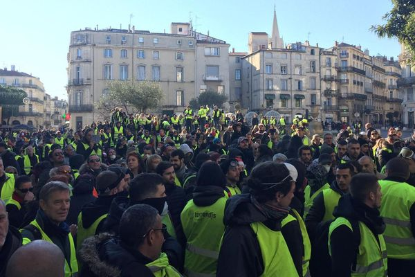 Des gilets jaunes rassemblés devant la Préfecture à Montpellier - 29 décembre 2018