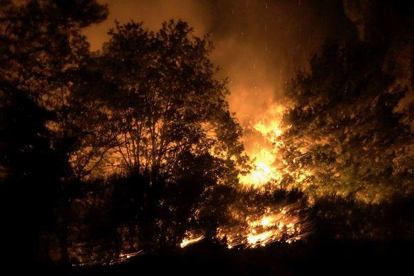 L'incendie s'est déclaré dans la nuit sur le site de la Chambre au Loup à Iffendic