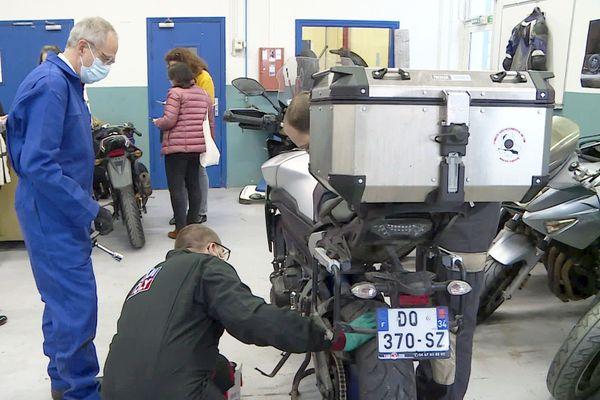 Après ce travail à la chaîne d'un jour, le Préfet de Dordogne en connaîtra un rayon sur la mécanique moto...