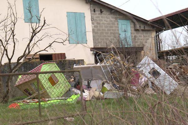 Les communes sinistrées du sud-gironde sont encore marquées par les conséquences de la crue du 4 février dernier. Les déchets n'ont pas pu être collectés partout. Et les habitants attendent impatiemment la reconnaissance de l'état de catastrophe naturelle.