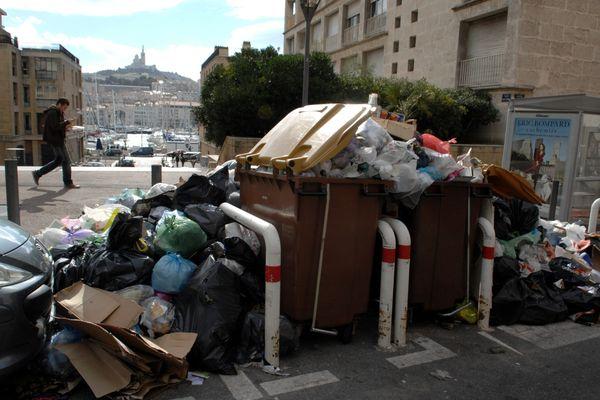 En 2010, la grève du ramassage des poubelles a duré 14 jours dans 12 des 16 arrondissements de Marseille.