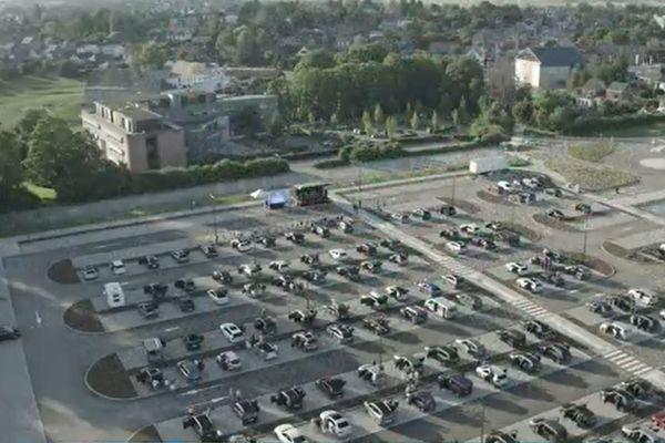 Quelque 120 voitures étaient rassemblées sur ce parking de Champion pour une remise de prix insolite.