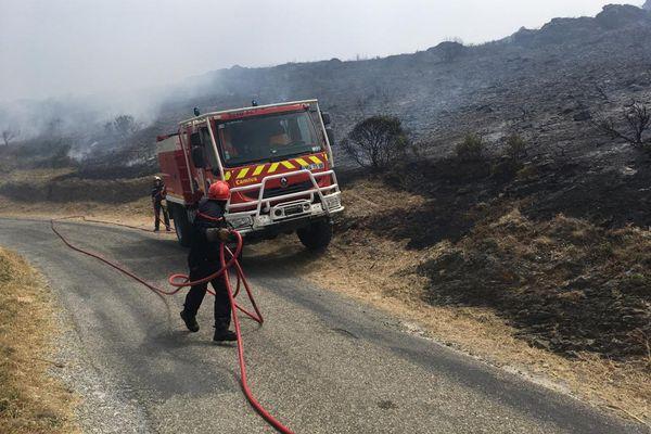 Près de 130 pompiers sont mobilisés pour tenter de maîtriser l'incendie - 16 juin 2021