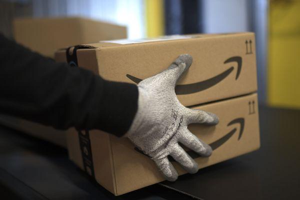 Un employé dans un site Amazon, à Moenchengladbach (Allemagne), en décembre 2019 (image d'illustration).