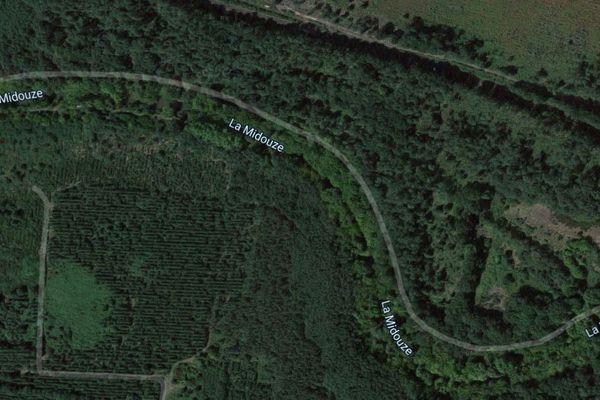 La Midouze, affluent de l'Adour, serpente entre les arbres entre Tartas et Mont-de-Marsan