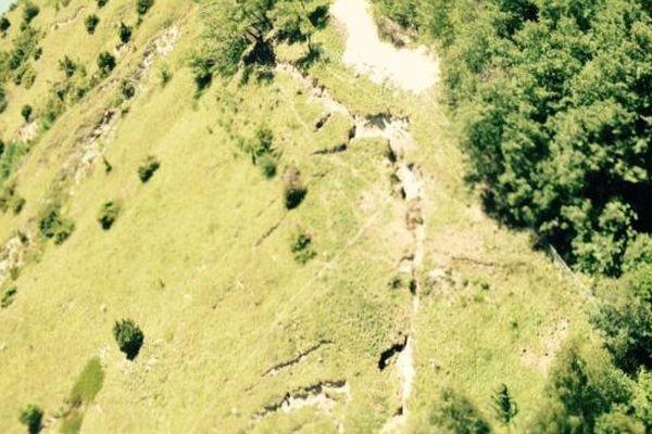 La fameuse fracture sur les hauteurs du lac du Chambon