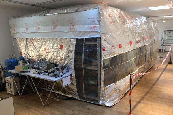 Un dispositif bruyant, une tente d'anoxie