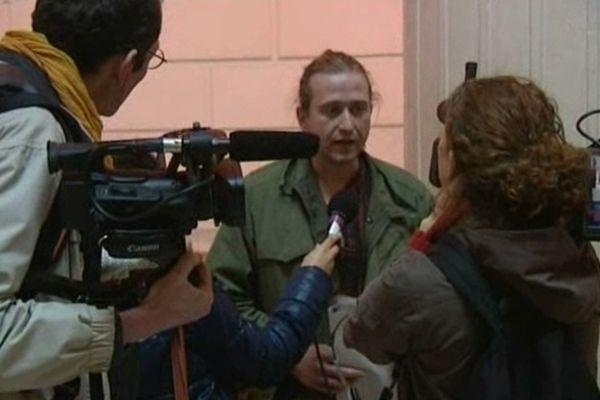 Fabien Houyez, faucheur volontaire, devant le tribunal correctionnel de Tours (Indre-et-Loire) en novembre 2012