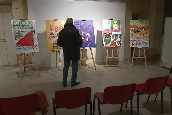 Les cinq affiches présélectionnées ont été exposées au Musée basque.
