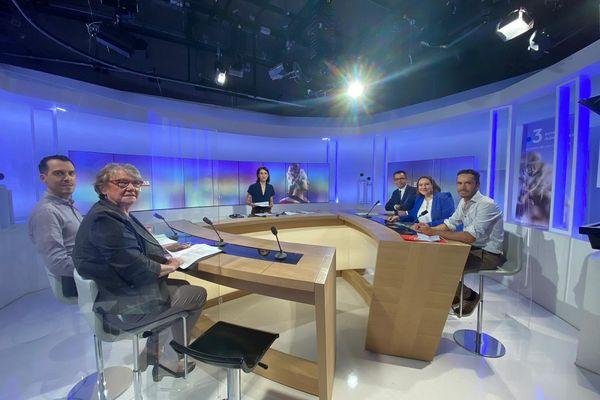 Cinq candidats aux élections départementales de l'Allier ont débattu sur le plateau de France 3 Auvergne lundi 14 juin.
